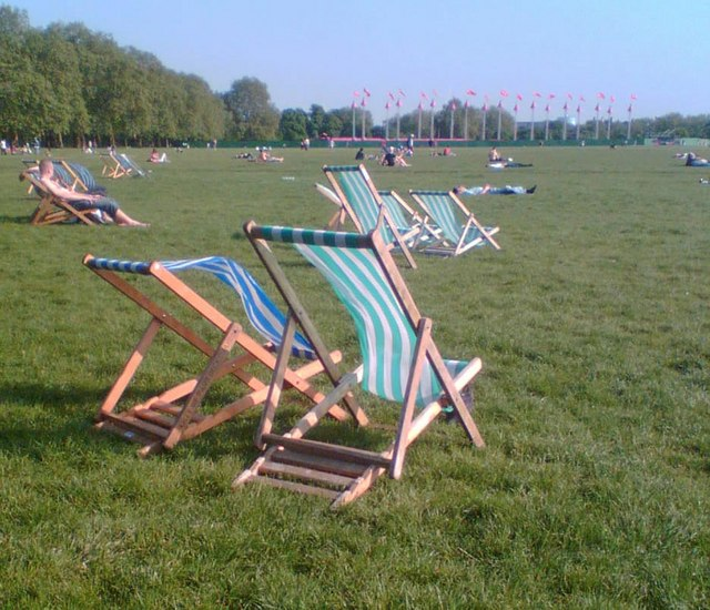 File:Hyde Park deck-chairs - geograph.org.uk - 800825.jpg