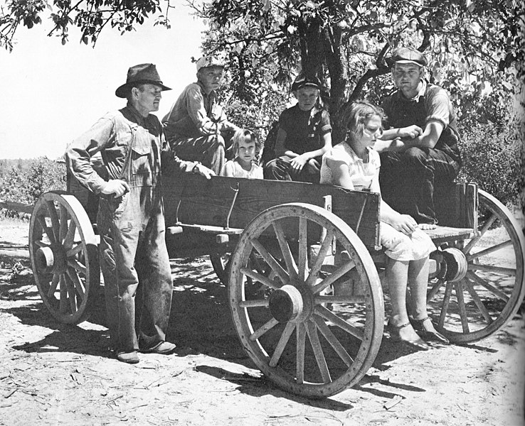 File:Arthur Rothstein Family in a wagon Lee County August 1935.jpg