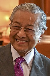 A formal photo of prime minister Mahathir Mohamad.