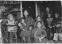 Chinese Family in Hawaii 1893.jpg