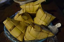 Triangular pouches made of coconut leaves
